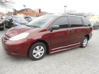 Red Toyota Sienna image number 2