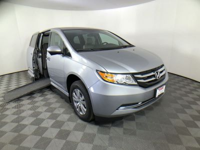 Used Wheelchair Van for Sale - 2016 Honda Odyssey SE Wheelchair Accessible Van VIN: 5FNRL5H38GB144935