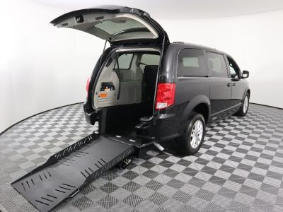 Commercial Wheelchair Vans for Sale - 2019 Dodge Grand Caravan SXT ADA Compliant Vehicle VIN: 2C4RDGCG2KR656478
