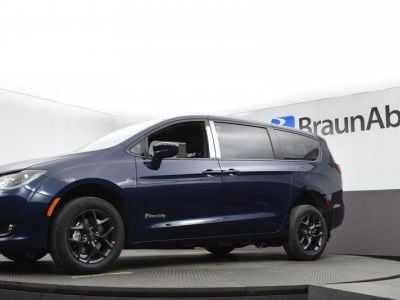 Blue Chrysler Pacifica image number 12