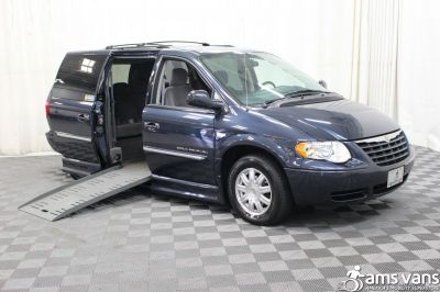 2007 Chrysler Town & Country Wheelchair Van For Sale