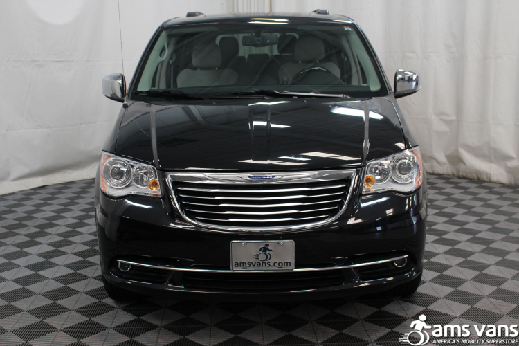 2016 chrysler town and country wheelchair van for sale 51 499. Black Bedroom Furniture Sets. Home Design Ideas