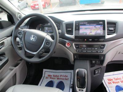 Blue Honda Pilot image number 11