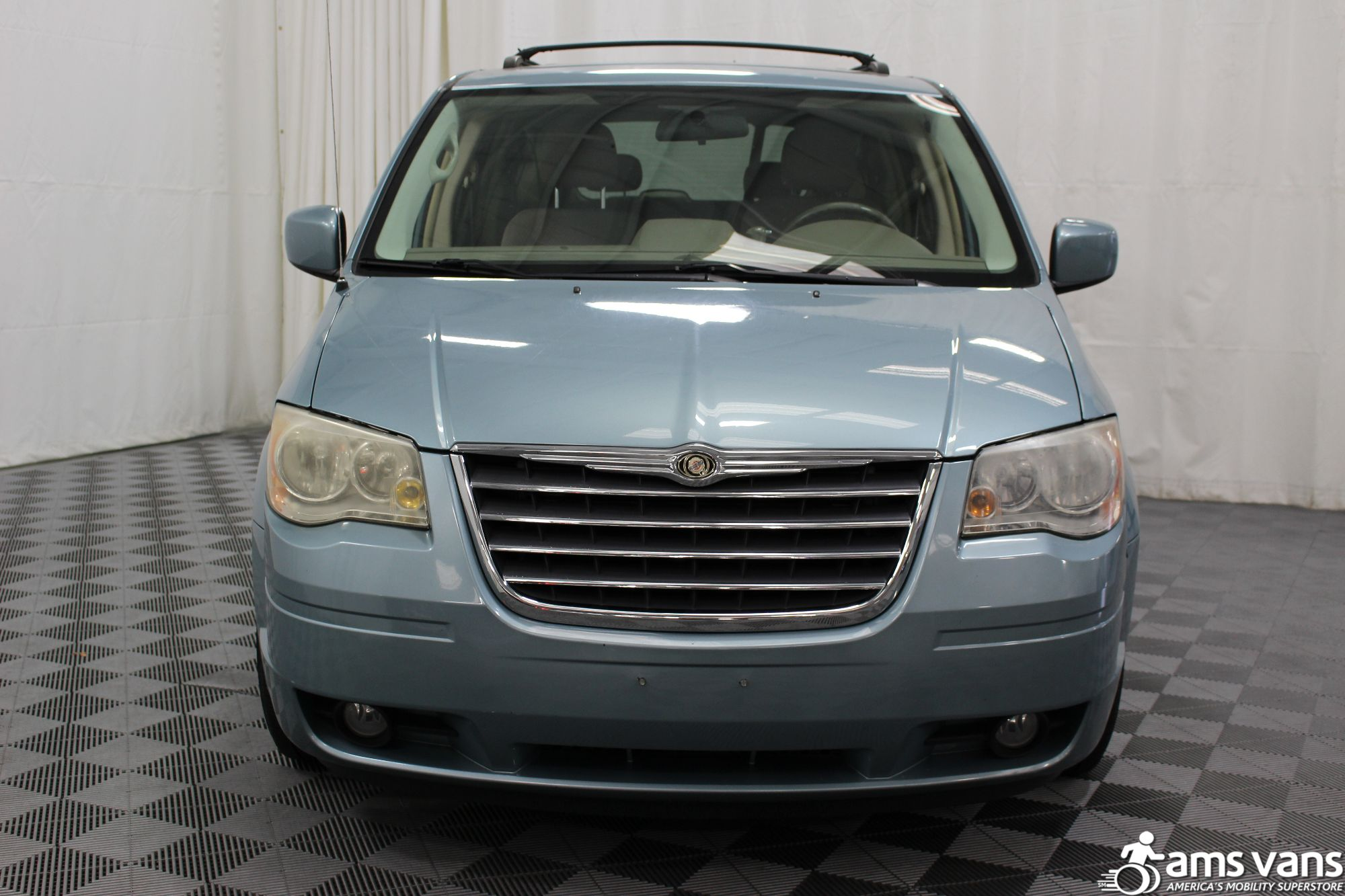 2010 chrysler town and country wheelchair van for sale 25 695. Black Bedroom Furniture Sets. Home Design Ideas