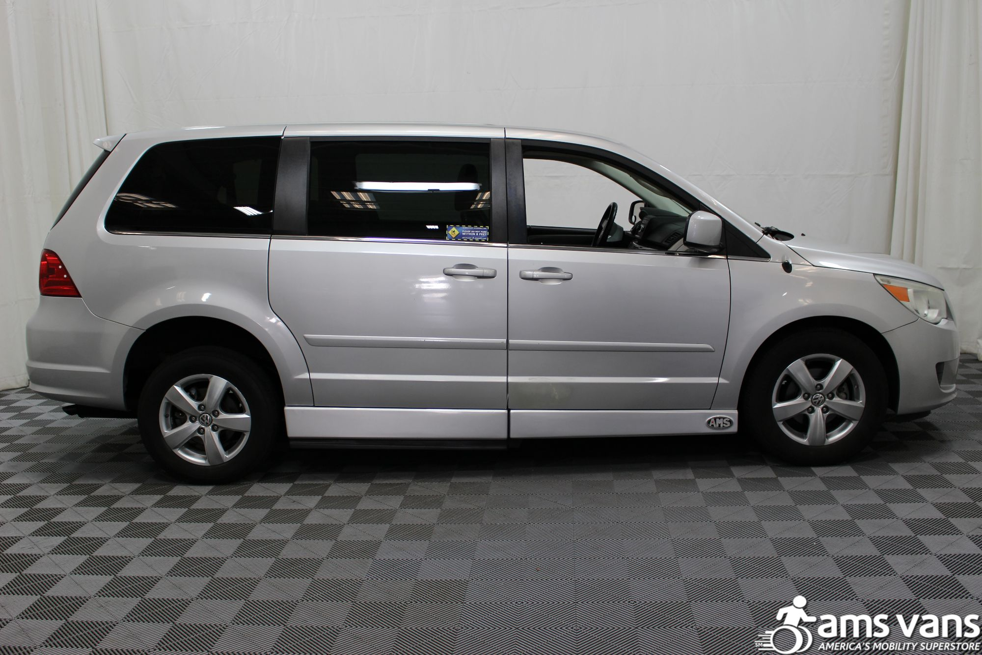 2010 Volkswagen Routan SE Wheelchair Van For Sale #12
