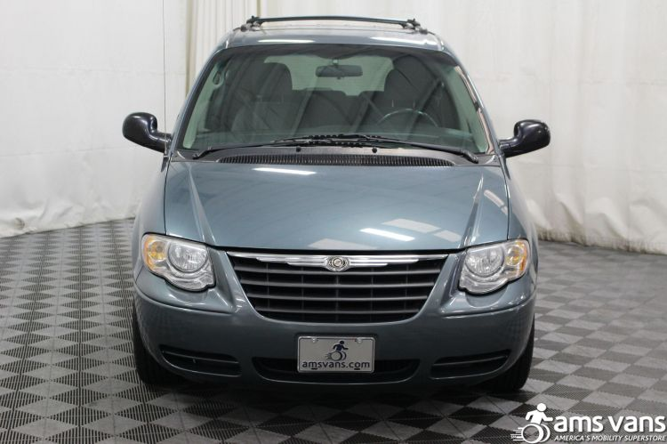 2005 Chrysler Town and Country Touring Wheelchair Van For Sale #8
