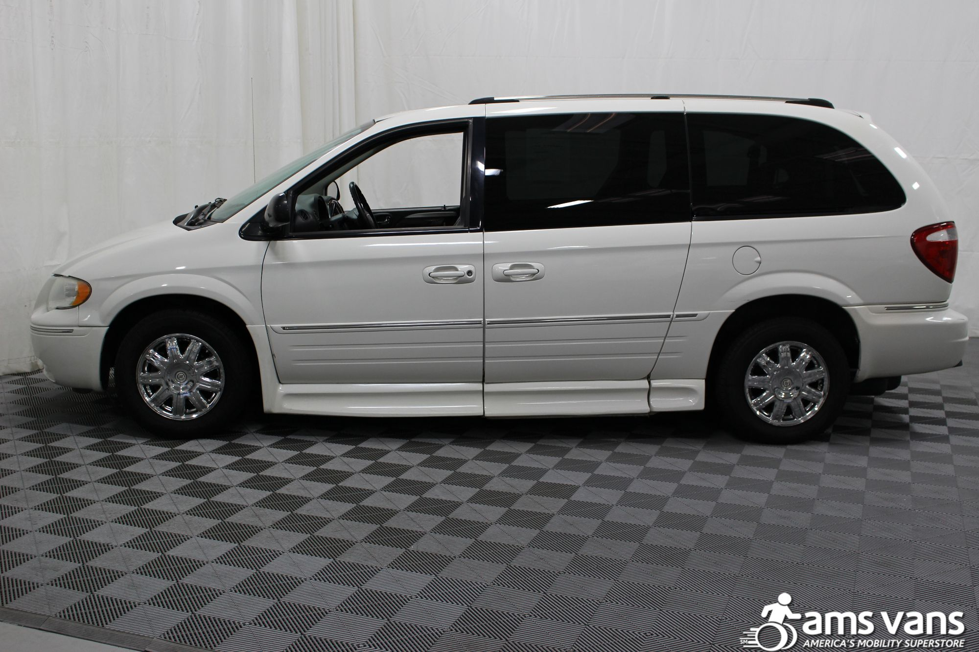 2005 Chrysler Town and Country Limited Wheelchair Van For Sale #15