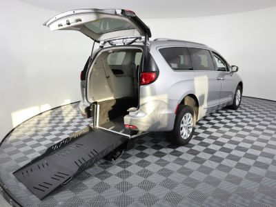 Commercial Wheelchair Vans for Sale - 2018 Chrysler Pacifica Touring L ADA Compliant Vehicle VIN: 2C4RC1BG8JR119050