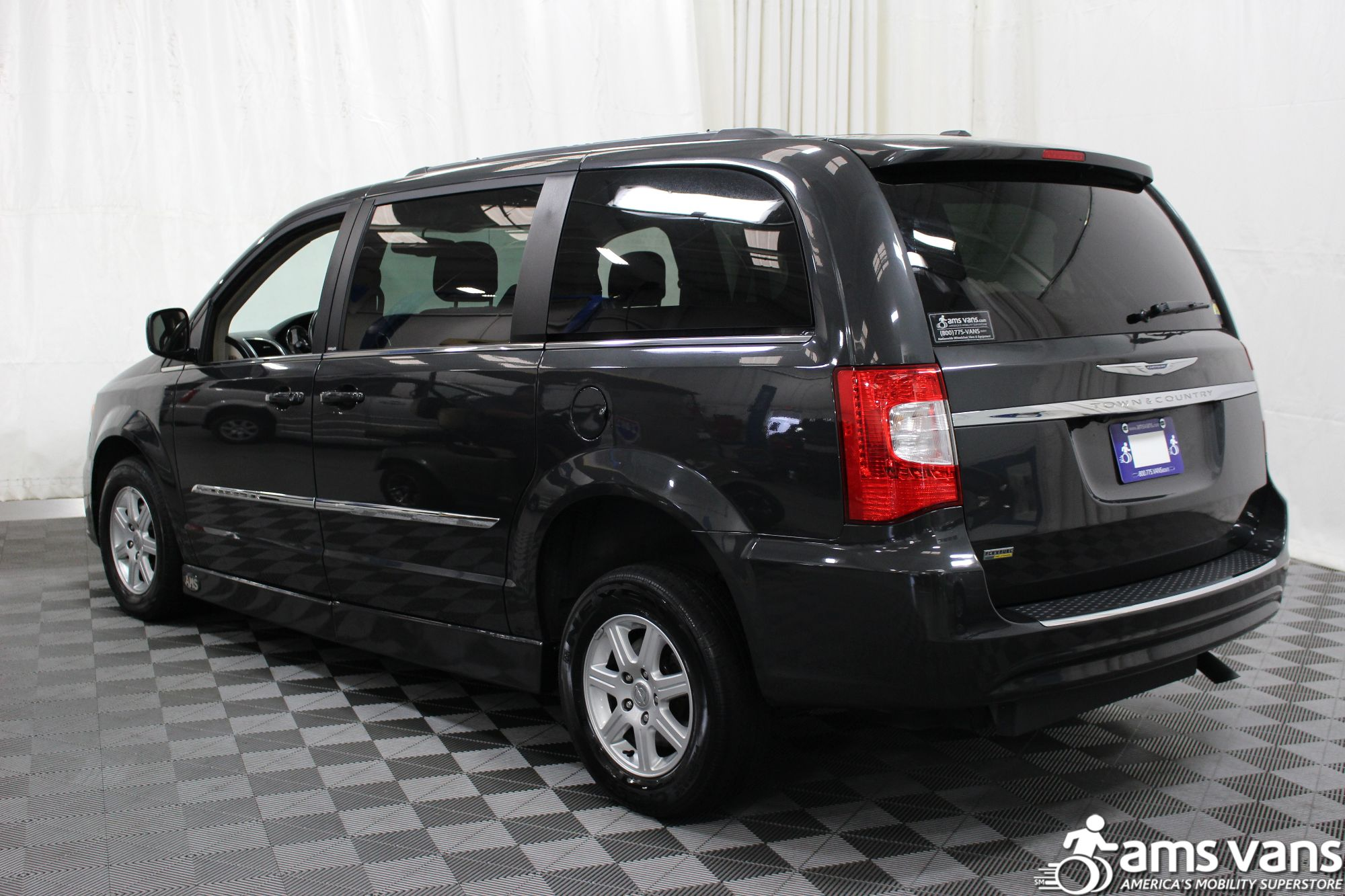 2012 chrysler town and country wheelchair van for sale 28 999. Black Bedroom Furniture Sets. Home Design Ideas