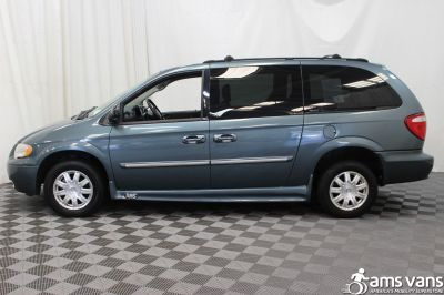 2005 Chrysler Town and Country Wheelchair Van For Sale -- Thumb #4