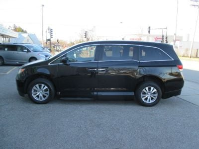 Black Honda Odyssey image number 5