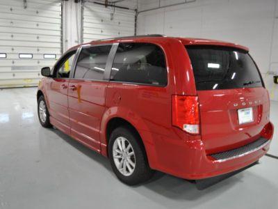 RED Dodge Grand Caravan image number 4