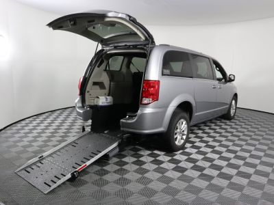 Commercial Wheelchair Vans for Sale - 2019 Dodge Grand Caravan SXT ADA Compliant Vehicle VIN: 2C4RDGCG5KR677048