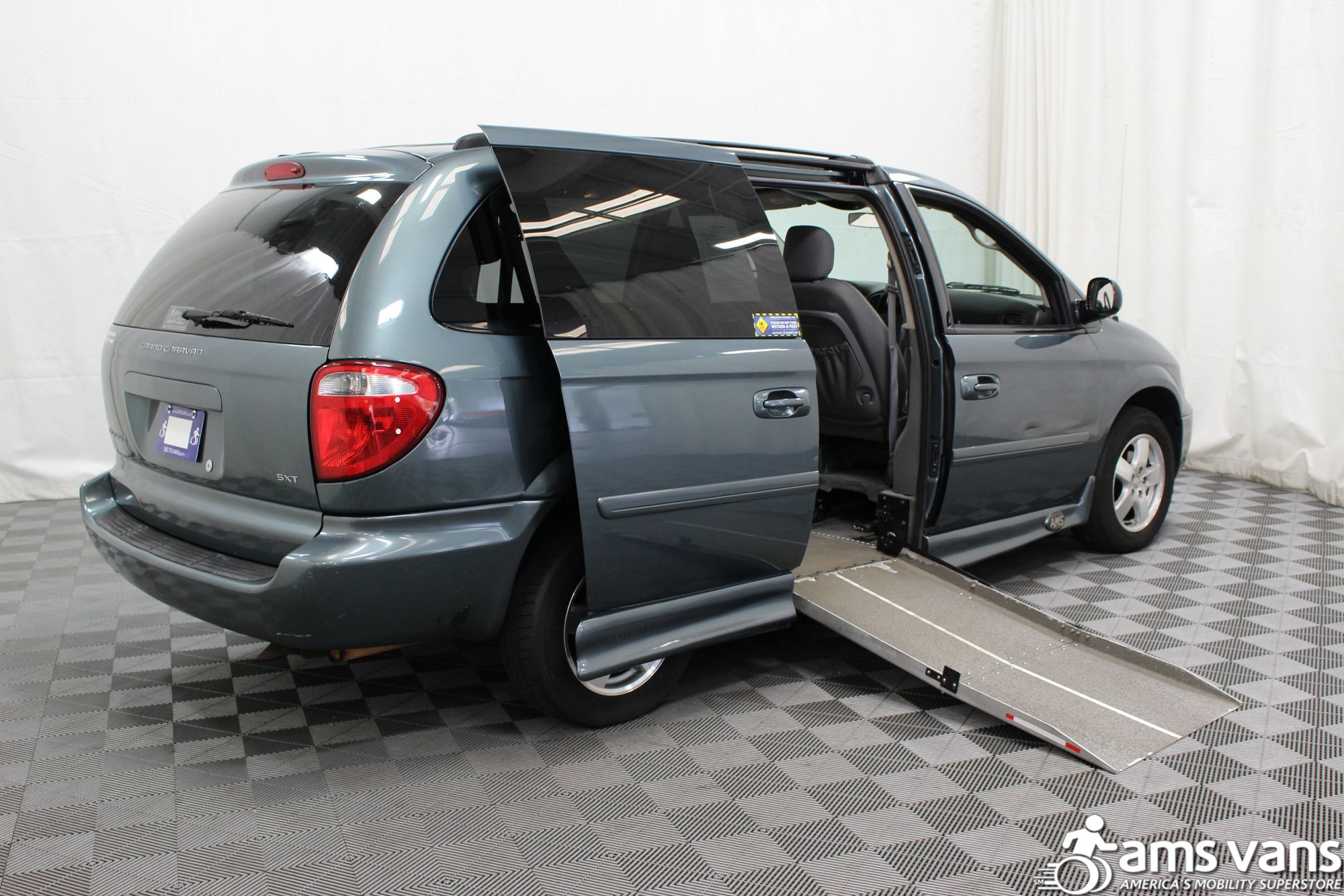 2007 Dodge Grand Caravan SXT Wheelchair Van For Sale #3