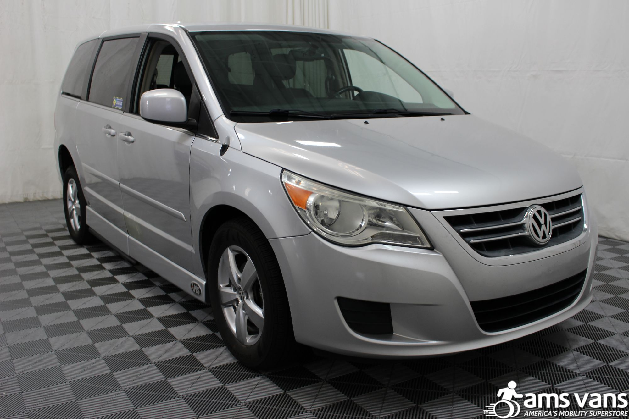2010 Volkswagen Routan SE Wheelchair Van For Sale #11