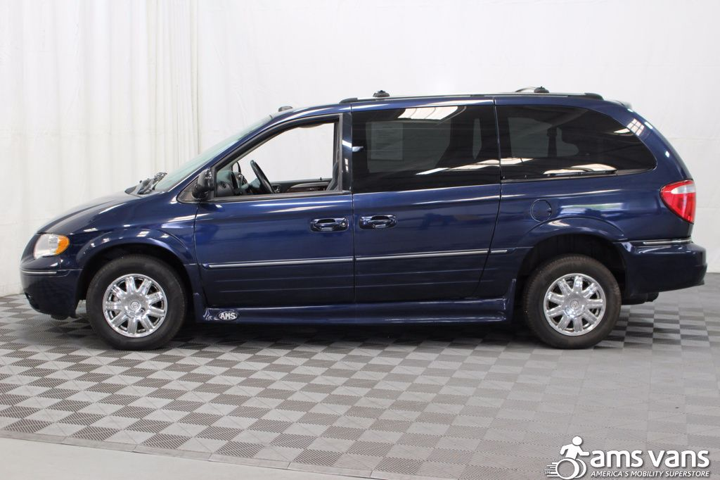 2005 Chrysler Town and Country Limited Wheelchair Van For Sale #18