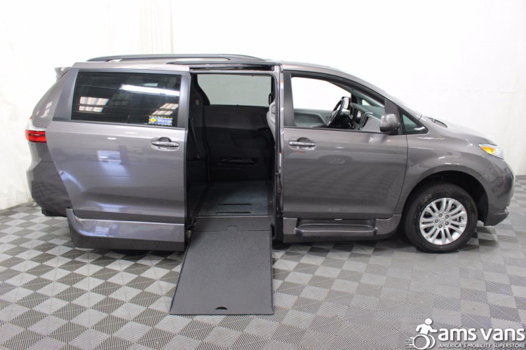 2017 toyota sienna wheelchair van for sale 52 995. Black Bedroom Furniture Sets. Home Design Ideas