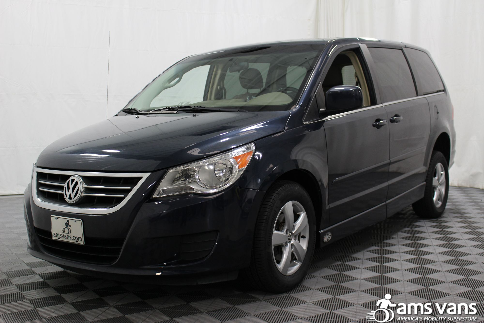 2009 Volkswagen Routan SE Wheelchair Van For Sale #17