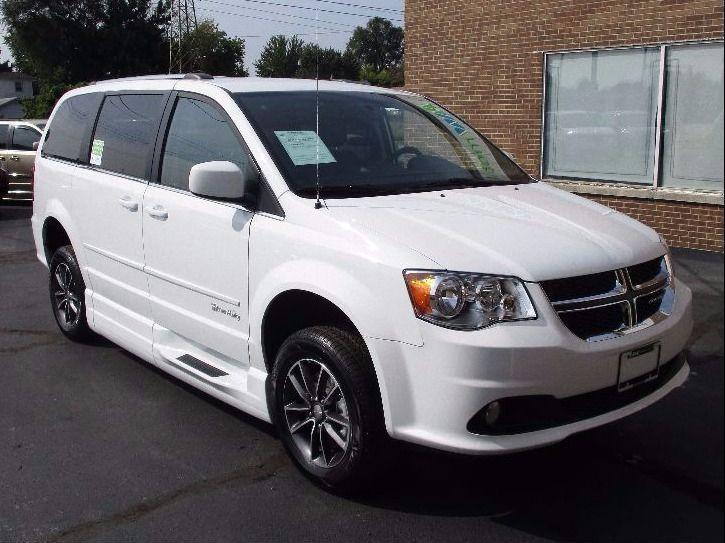 White Dodge Grand Caravan image number 37