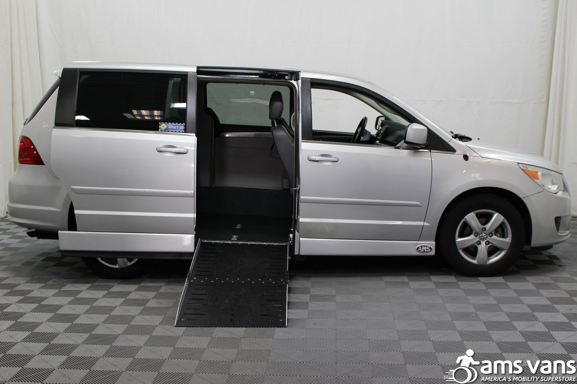 2010 Volkswagen Routan SE Wheelchair Van For Sale #2