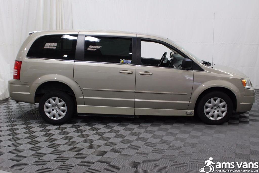 2009 chrysler town and country wheelchair van for sale 18 999. Black Bedroom Furniture Sets. Home Design Ideas