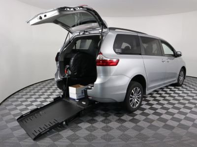 Commercial Wheelchair Vans for Sale - 2019 Toyota Sienna XLE ADA Compliant Vehicle VIN: 5TDYZ3DC2KS976425