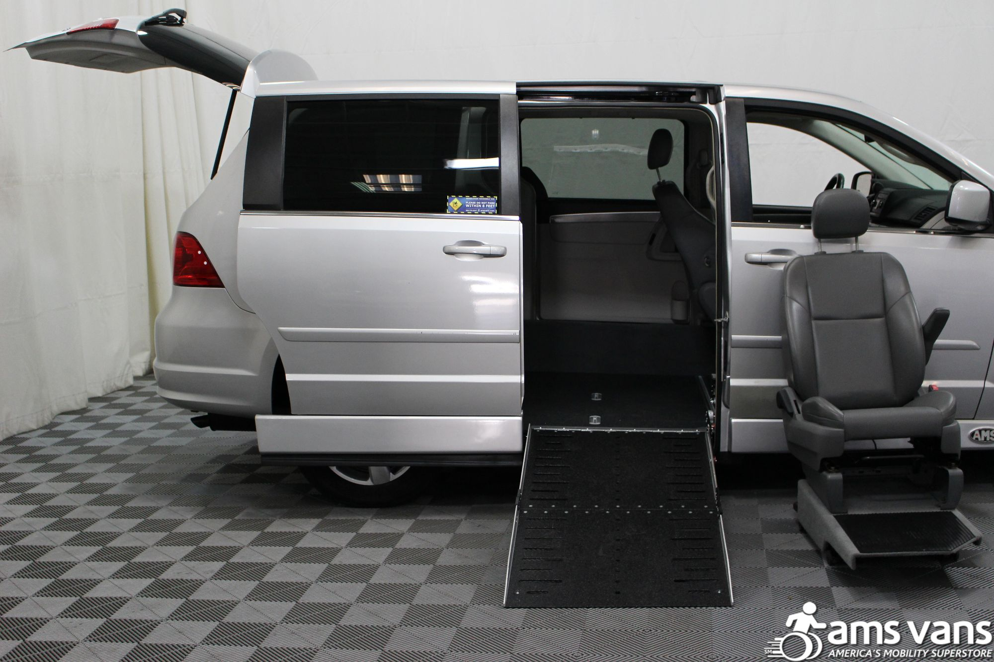 2010 Volkswagen Routan SE Wheelchair Van For Sale #10