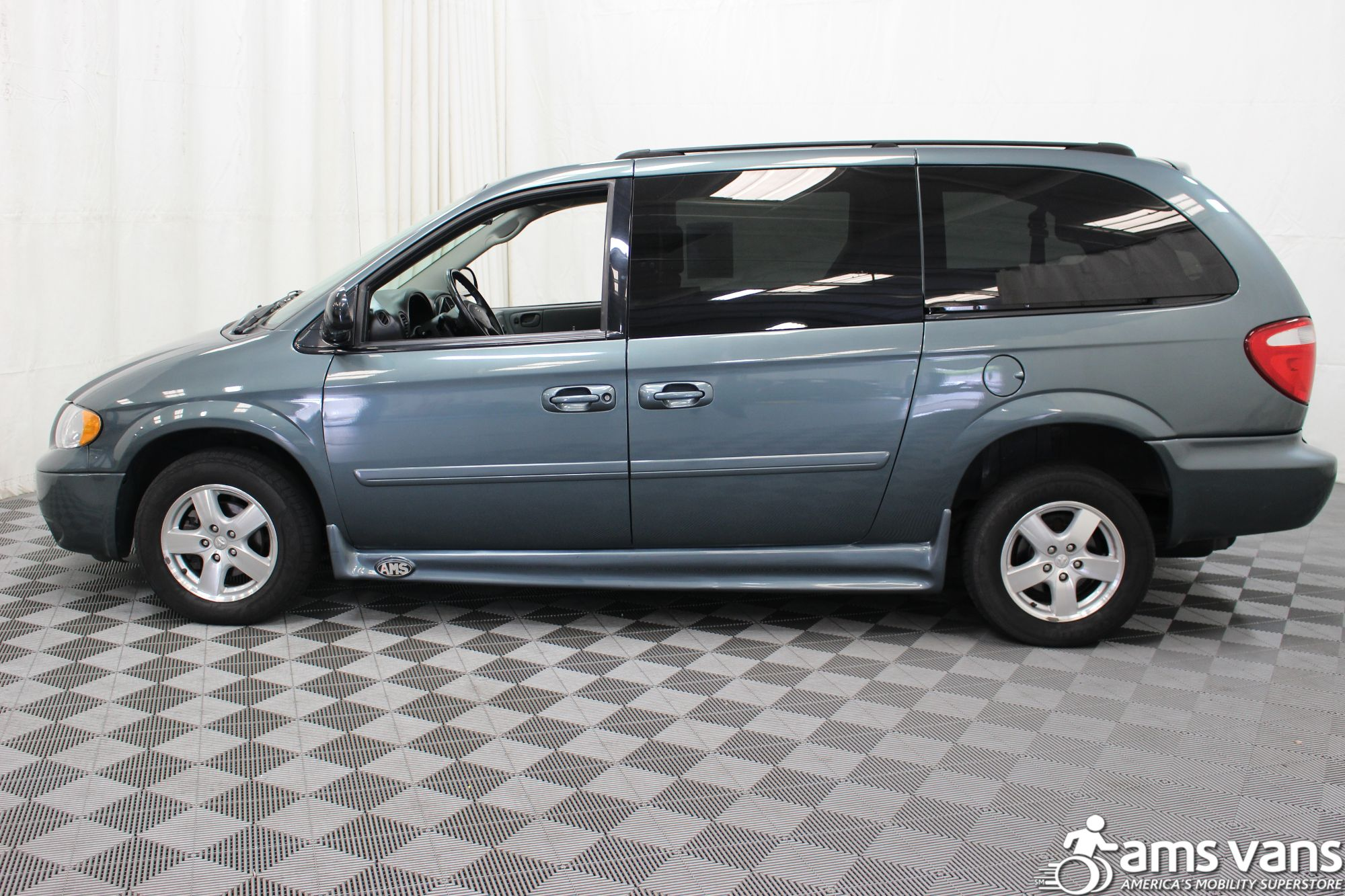 2007 Dodge Grand Caravan SXT Wheelchair Van For Sale #16