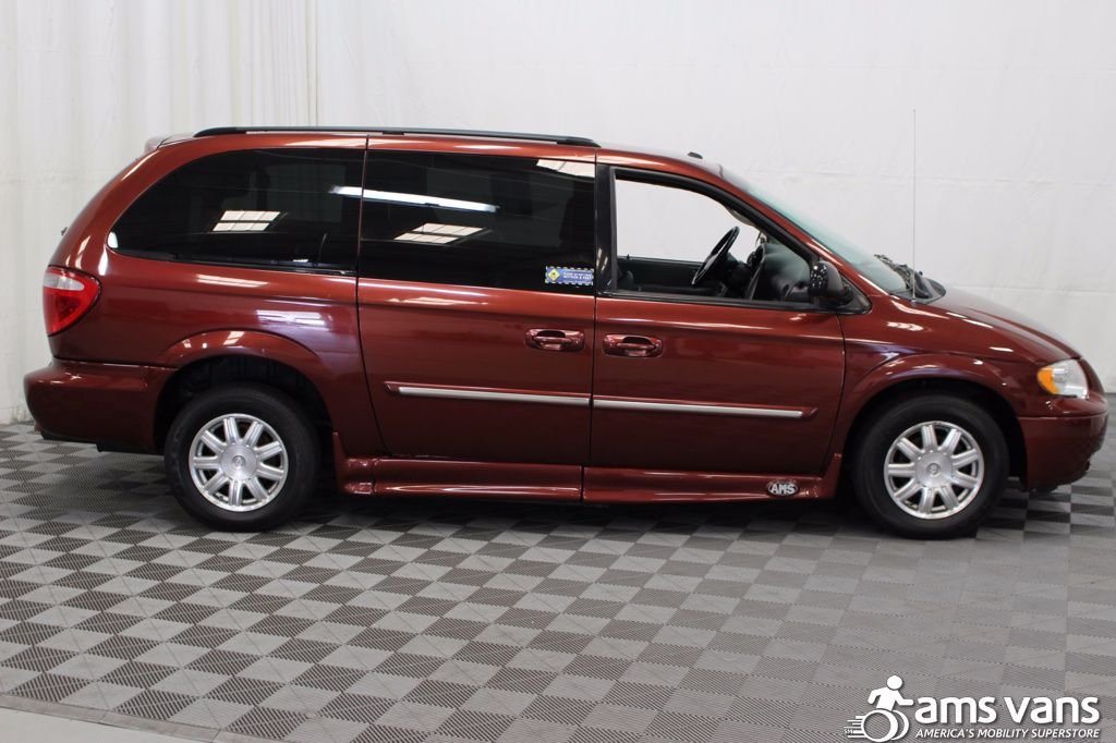 2007 Chrysler Town and Country Touring Wheelchair Van For Sale #10