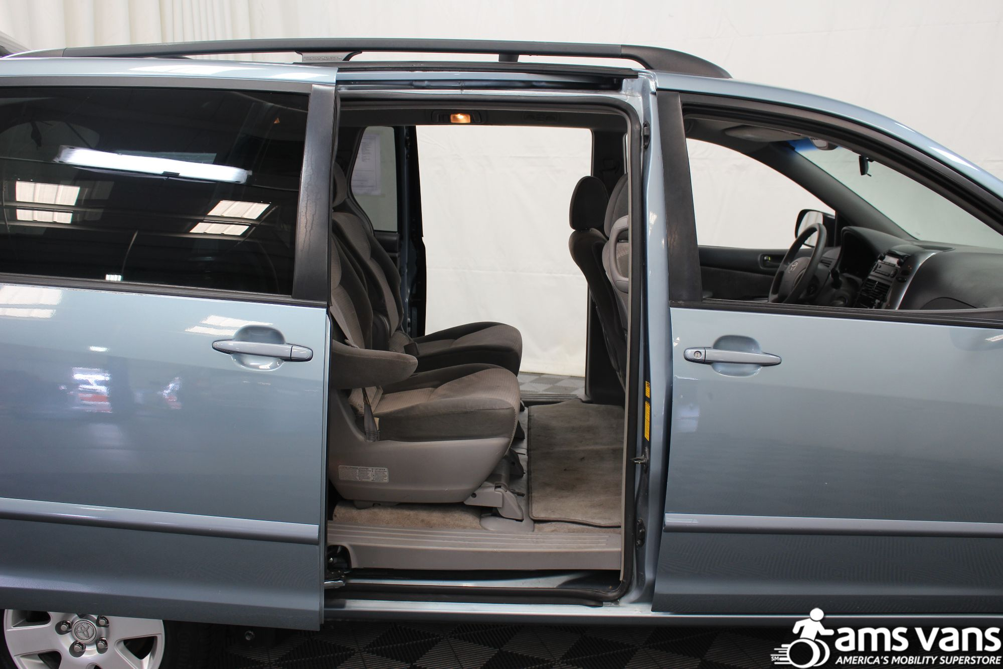 2007 Toyota Sienna LE Wheelchair Van For Sale #6