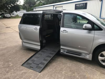 Handicap Van for Sale - 2017 Toyota Sienna LE Wheelchair Accessible Van VIN: 5TDKZ3DC1HS834517