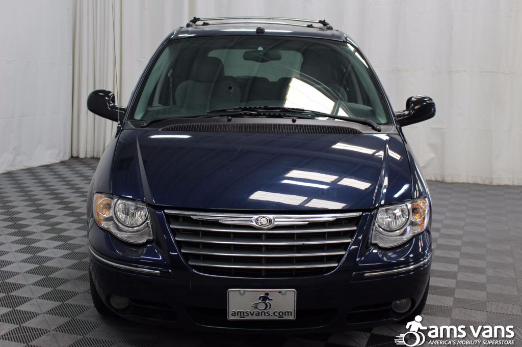 2005 Chrysler Town and Country Limited Wheelchair Van For Sale #20