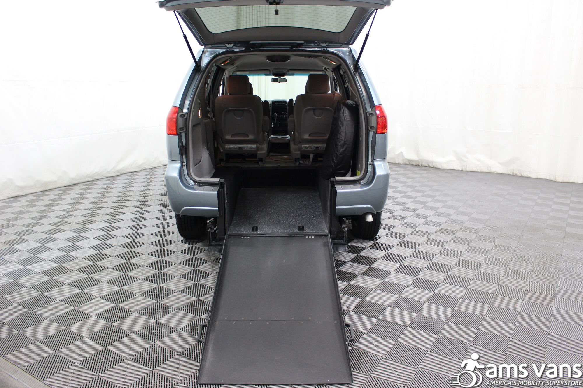 2006 Toyota Sienna LE Wheelchair Van For Sale #4