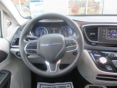 Silver Chrysler Pacifica image number 11