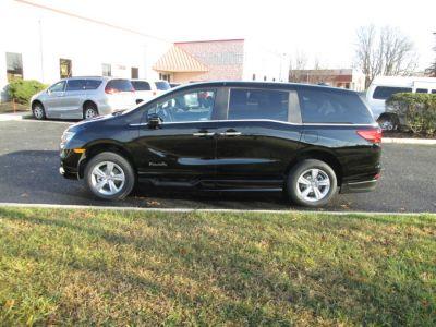 Black Honda Odyssey image number 3