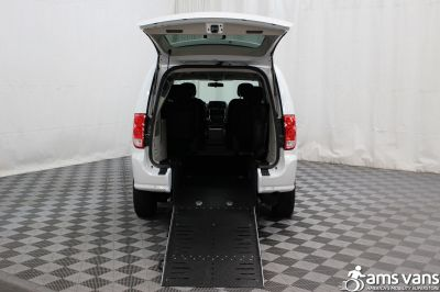 2015 Dodge Grand Caravan Wheelchair Van For Sale -- Thumb #2