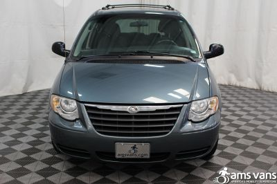 2005 Chrysler Town and Country Wheelchair Van For Sale -- Thumb #11
