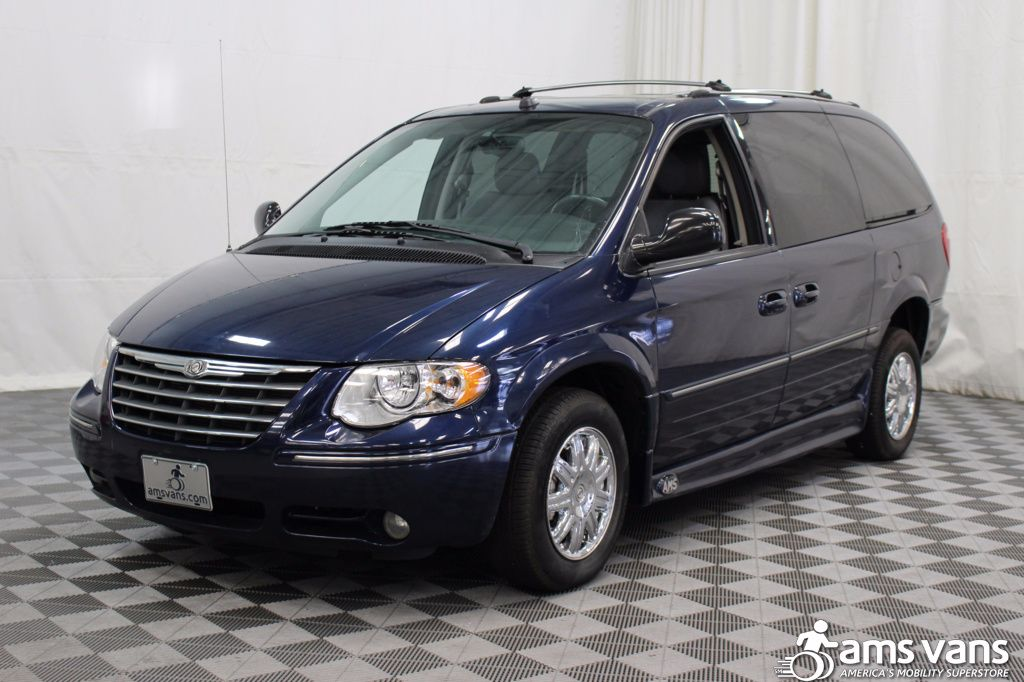 2005 Chrysler Town and Country Limited Wheelchair Van For Sale #19