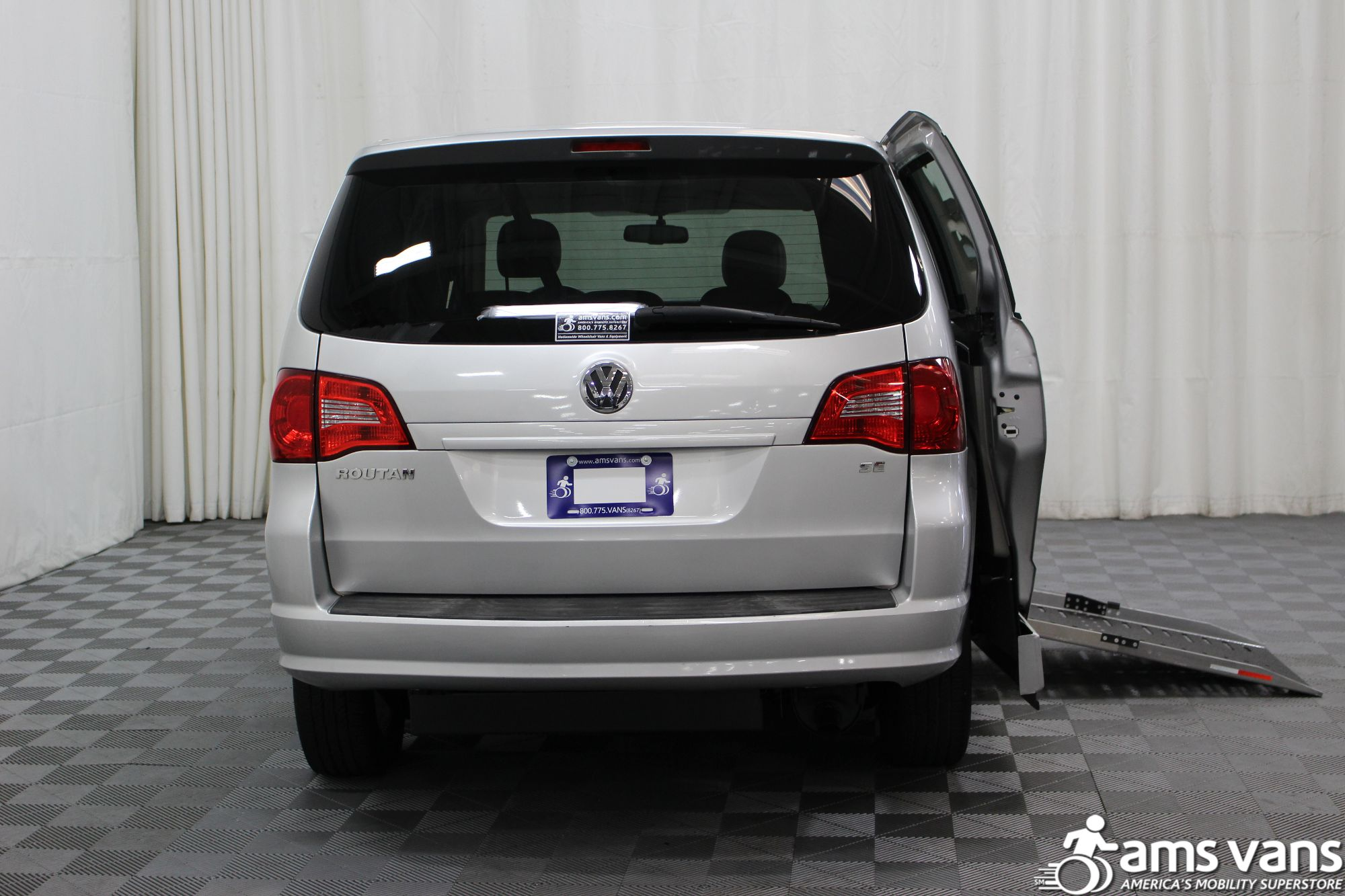 2010 Volkswagen Routan SE Wheelchair Van For Sale #4