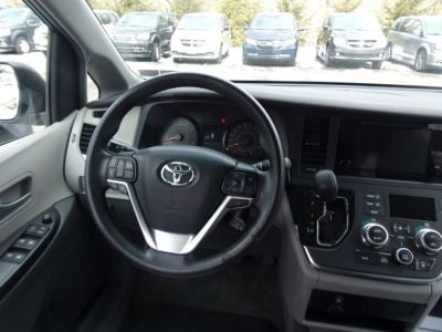 White Toyota Sienna image number 9