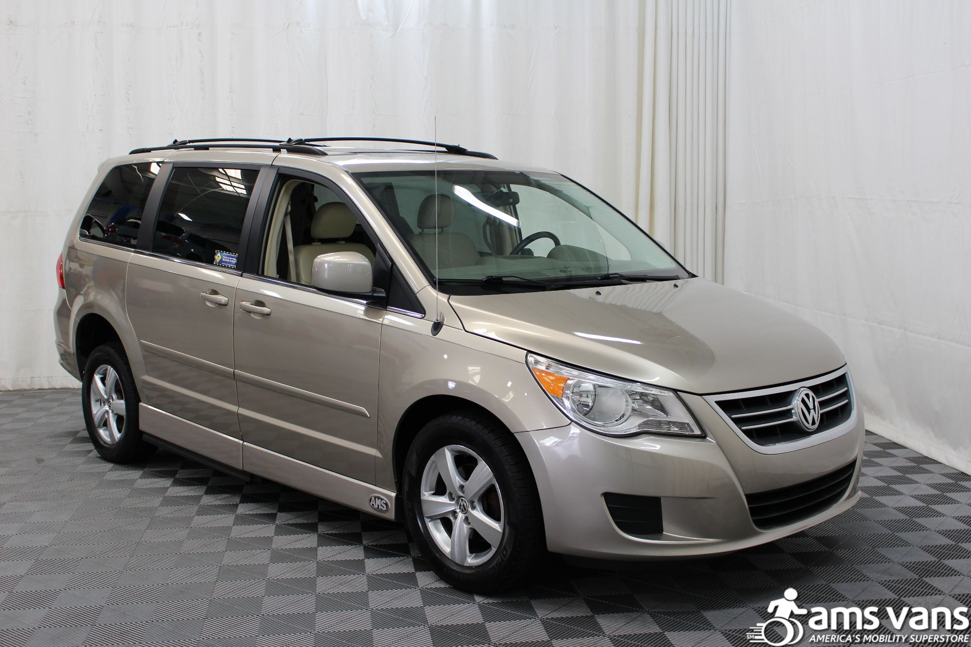 2009 Volkswagen Routan SEL Wheelchair Van For Sale #12