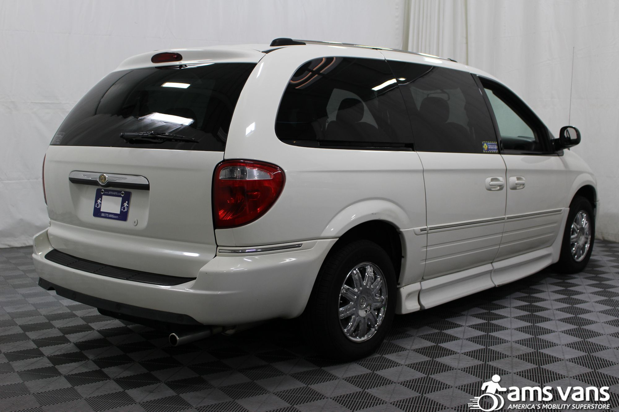 2005 Chrysler Town and Country Limited Wheelchair Van For Sale #12