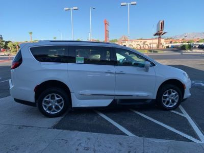 White Chrysler Pacifica image number 9