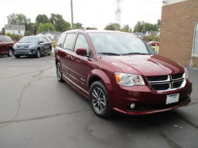 Red Dodge Grand Caravan image number 24
