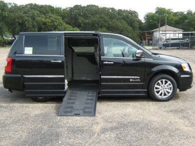 wheelchair van used 2016 chrysler town and country gr149171 mobilityworks. Black Bedroom Furniture Sets. Home Design Ideas