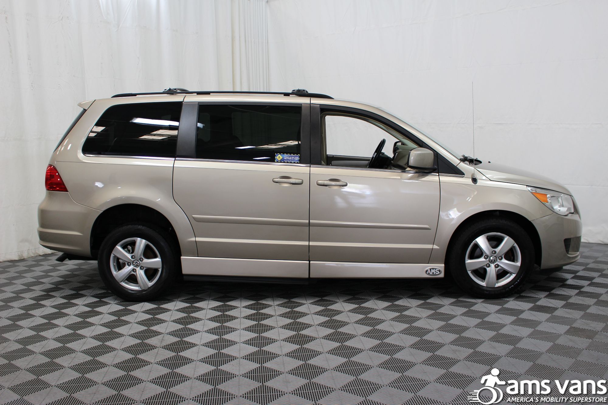 2009 Volkswagen Routan SEL Wheelchair Van For Sale #13