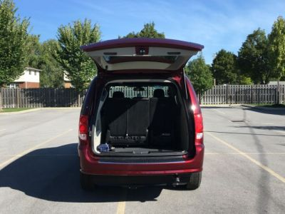 Red Dodge Grand Caravan image number 14