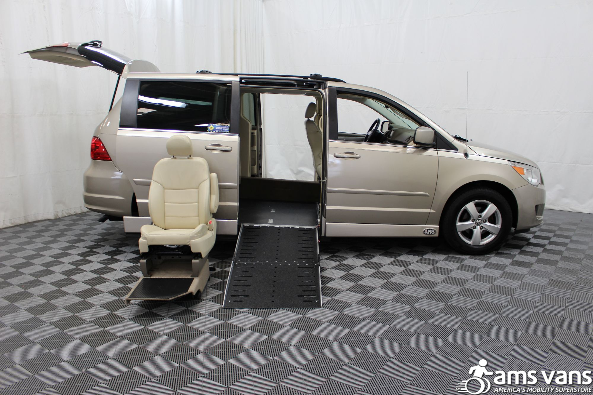 2009 Volkswagen Routan SEL Wheelchair Van For Sale #7