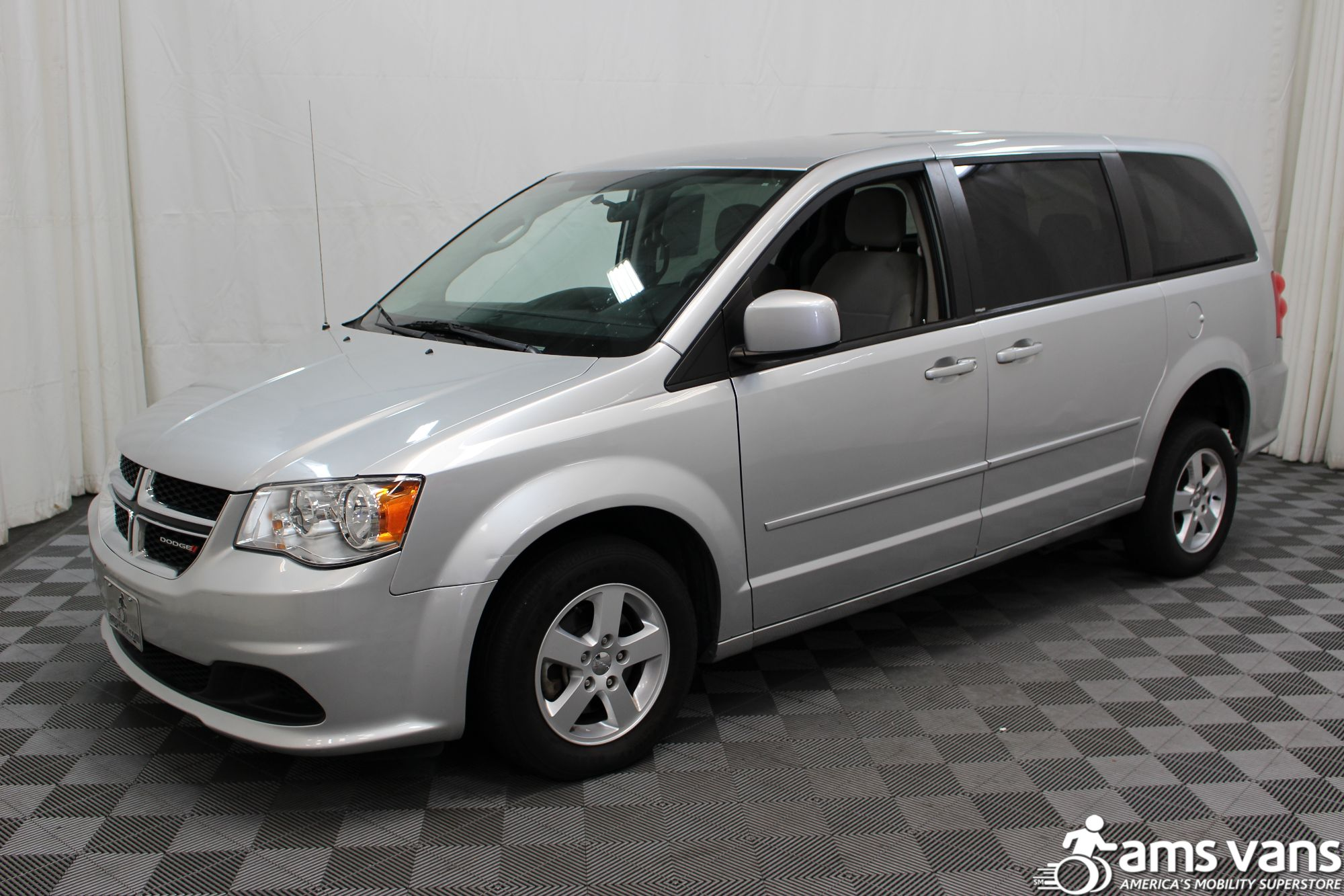 2012 dodge grand caravan wheelchair van for sale 24 999. Black Bedroom Furniture Sets. Home Design Ideas