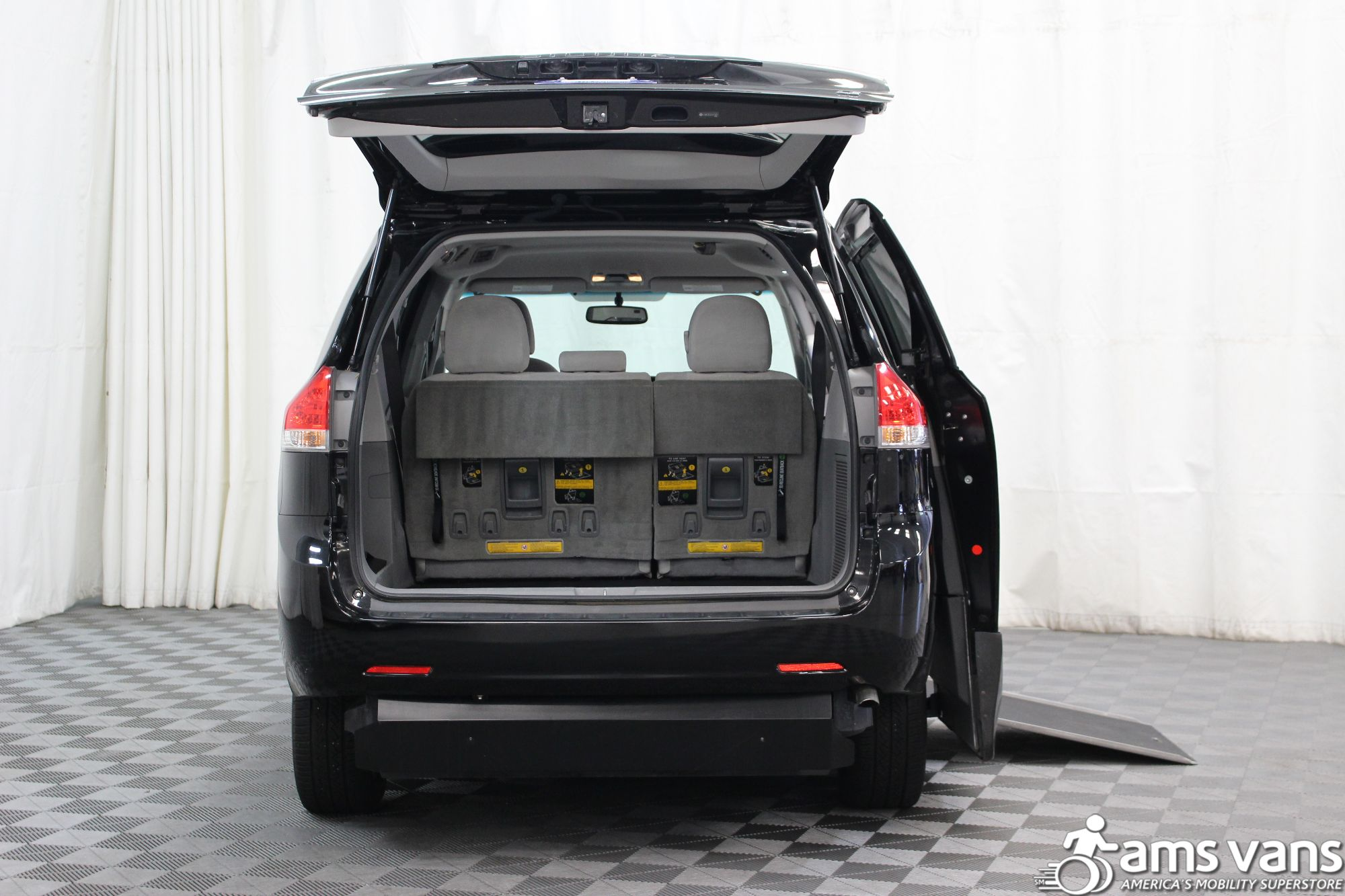 2014 toyota sienna wheelchair van for sale 37 999. Black Bedroom Furniture Sets. Home Design Ideas